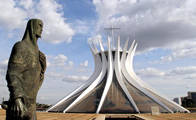 La cathédrale Brasilia - oscar niemeyer