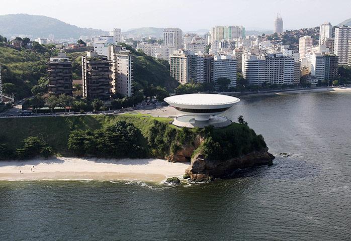 Le musée d'art contemporain à Niteroi près deRio de Janeiro - oscar niemeyer